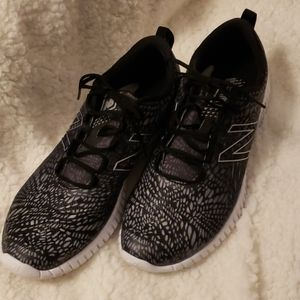 NEW BALANCE Womens Black/Gray Athletic Shoes